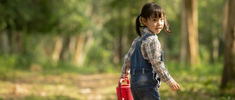 Child walking in nature - social responsibility