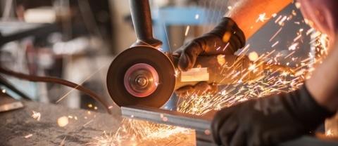 Wollsdorf trains in technical jobs