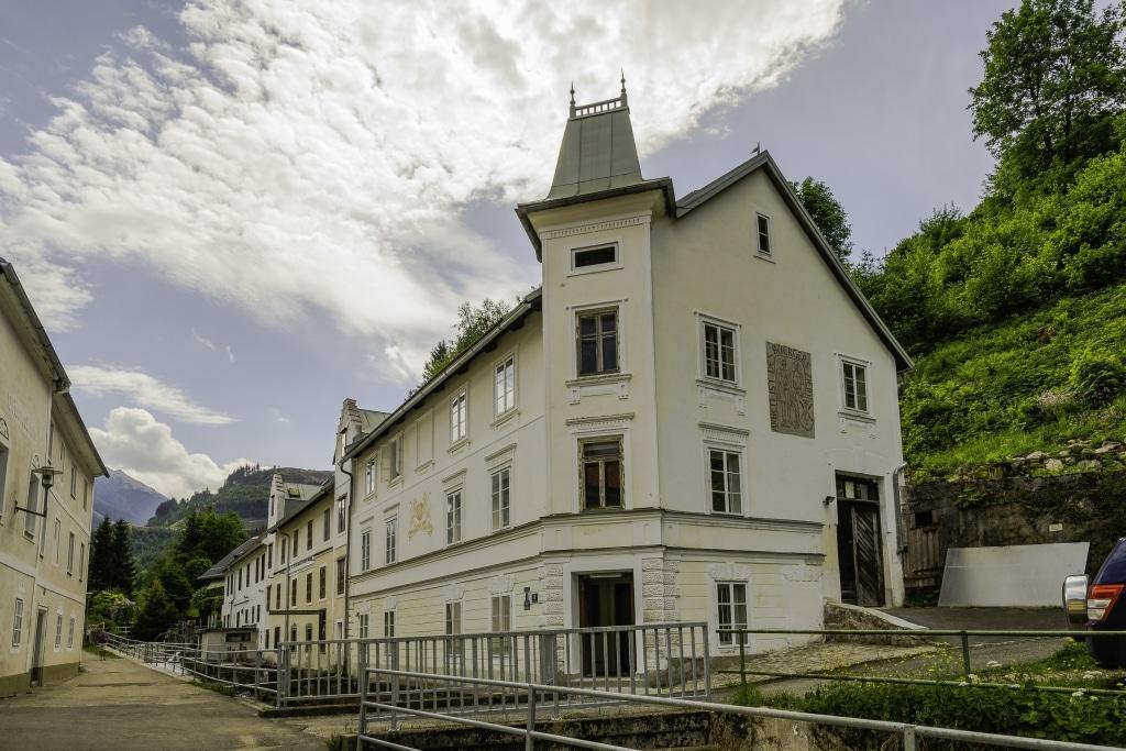 Wollsdorf sponsors Salzer tannery museum